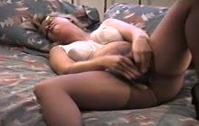 Amateur cougar toying her pussy